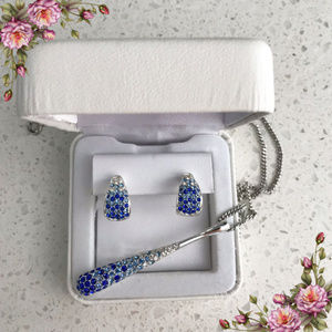SHADES OF BLUE PENDANT NECKLACE AND EARRINGS.